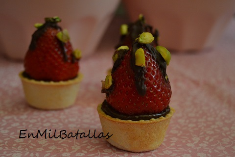 Pastelitos de fresas y chocolate